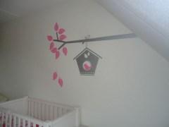 muursticker vogelhuisje aan tak