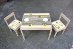 Tafel met stoeltjes bijtjes